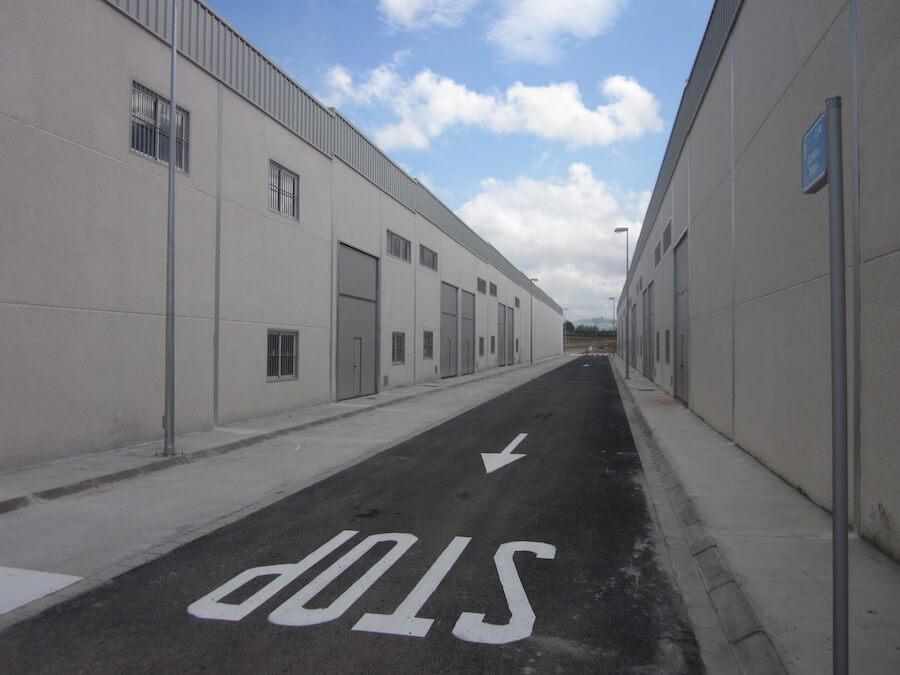 Proyecto de Ejecución de 33 Naves Industriales, sin uso definido, en la parcela 13.7 del Polígono Industrial P.I. 7 (Las Vegas) en Osuna, Sevilla.