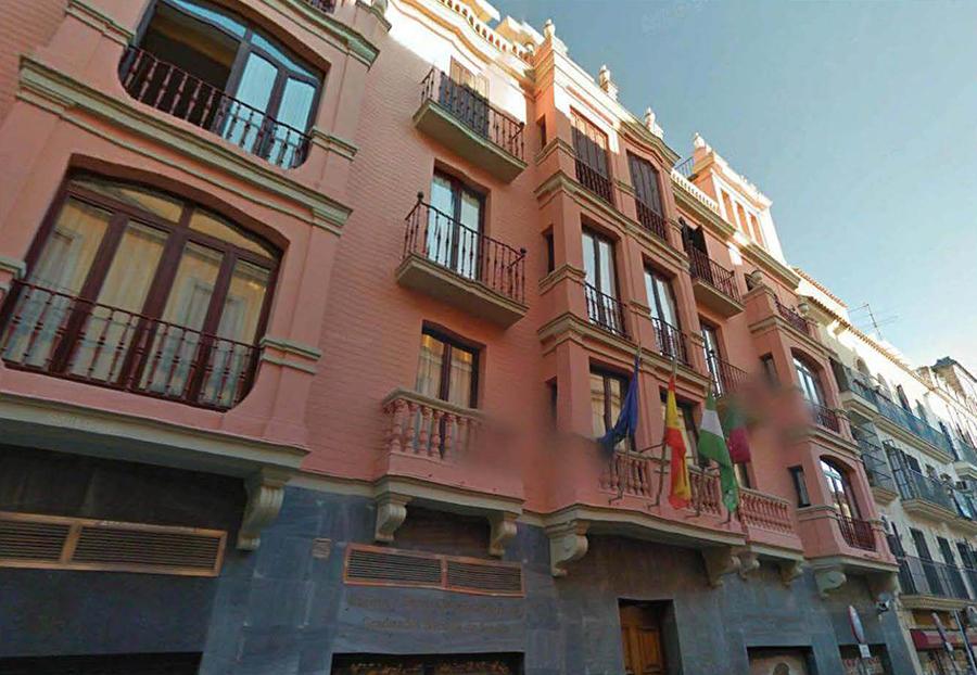 Proyecto de rehablitación y reforma interior de 16 viviendas y locales comerciales en la calle Amor de Dios nº 25 de Sevilla.