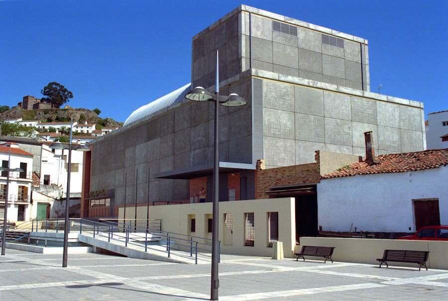 Proyecto de Rehabilitación del Teatro de Cortegana en Huelva, (500 espectadores).